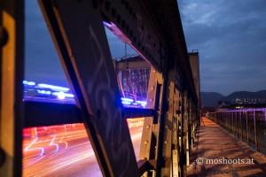 Linz - Eisenbahnbrücke mit Blaulicht