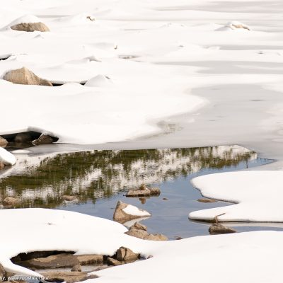 Der zugefrorene See in der hohen Tatra